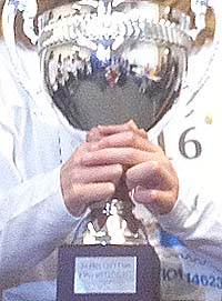 trophy_in_hand