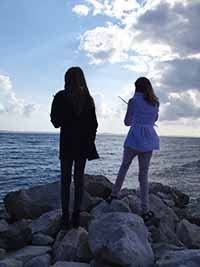 girls_on_rocks